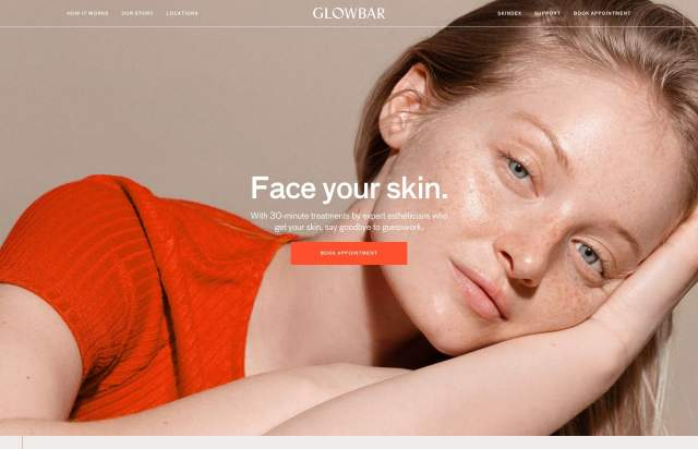 Screenshot of the homepage of the minimal website Glowbar, published on The Gallery on the 2019-06-30 and tagged with the tags center aligned, ff bau, gradient, orange