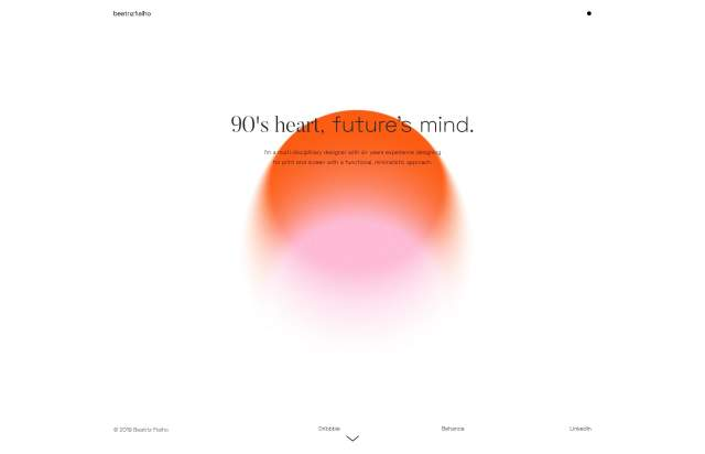 Screenshot of the homepage of the minimal website Beatriz Fialho, published on The Gallery on the 2020-01-22 and tagged with the tags personal, center aligned, gradient, two columns