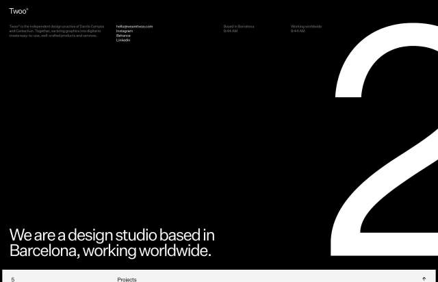 Screenshot of the homepage of the minimal website Twoo, published on The Gallery on the 2020-10-26 and tagged with the tags black and white, portfolio, horizontal scrolling